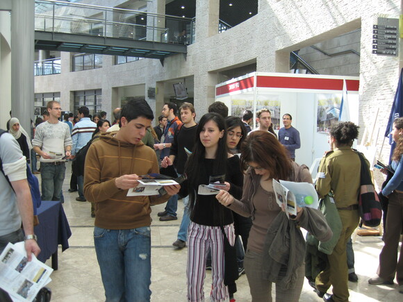 Hundreds of visitors at faculty during Technion's open day, photo 2