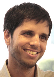 Photo of Associate Professor Tomer Shlomi